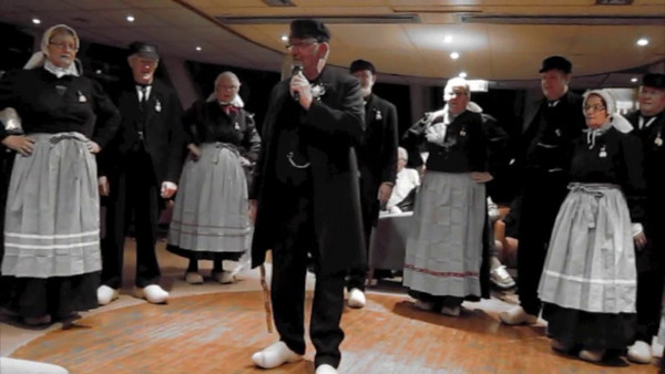Dutch Dancing - Video