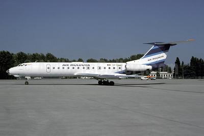 Air Moldova Tupulev Tu-134A-3 ER-65094 (msn 8360255) CDG (Christian Volpati). Image: 941234.
