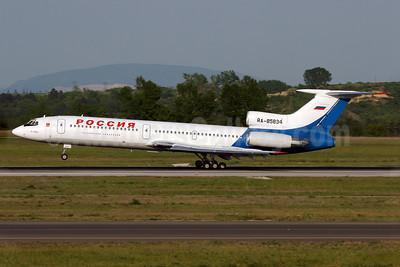 Rossiya Russian Airlines Tupolev Tu-154M RA-85834 (msn 98A-1014) (Pulkovo colors) VIE (Eurospot). Image: 903595.