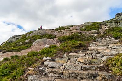 Det har visst vært sherpaer i aksjon her også, som har laget flotte steintrapper.