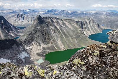 Larstind og Larseggen, sett fra eggen opp til Vesttoppen på Snøhetta noen dager før