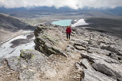 Ettersom store deler av turen går langs et stup, er det tilrådelig å følge den T- merkede stien, spesielt i dårlig sikt!