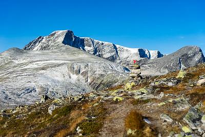 Rett før stien svinger inn i Svånådalen, og målet er litt nærmere. Bruri til høyre (som også er en 2000-meterstopp).