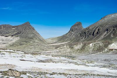 Store Langvasstinden, Larstinden og litt av Snøhettas vestskråning.
