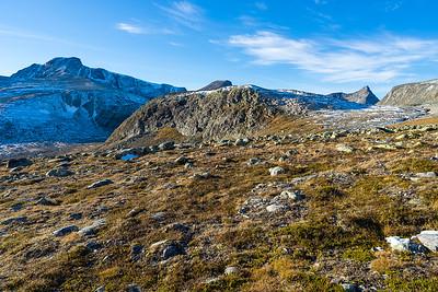 Innaste Svånåkollen, som man også gjerne kan passere på sørsiden av på vei mot Svånåtind, men som vel vil gi noen flere høydemetre opp og ned.