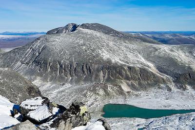 Snøhetta sett fra kanten av Storstygge-Svånåtind.