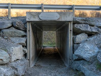 Gangtunell under E6 som fører inn på stien fra parkeringsplassen ved sørenden