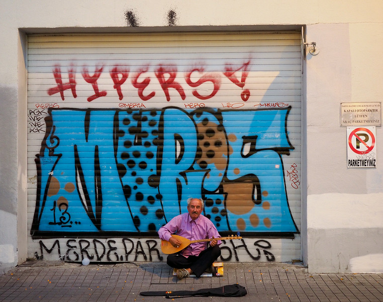 Street musician, Istiklal Street, Istanbul