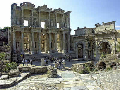 ephesus-ruins-people