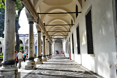 Istanbul_Palace-Arched-walkway_D3S0188
