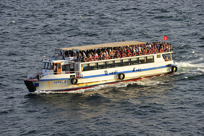 Istanbul_tour-boat_D3S0189