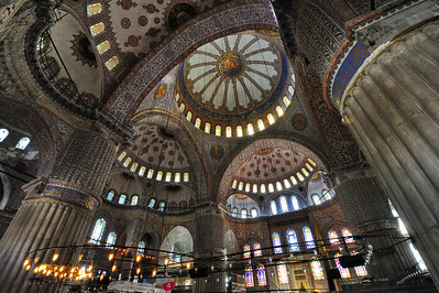 Istanbul_Blue_Mosque_Interior_D3S0143