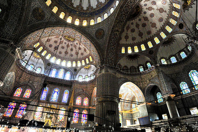 Istanbul_Blue_Mosque_interior_D3S0144