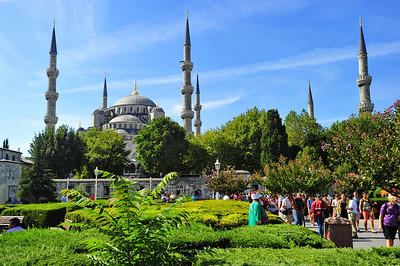 Istanbul_Blue_Mosque_NCourtyard_D3S0157