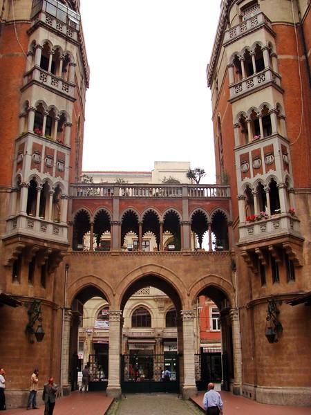 St. Antoine Apartmanları