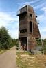 De uitkijktoren in het natuurgebied waar het Bels lijntje door loopt.