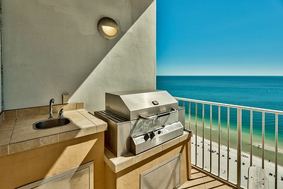 Gas Grill on balcony..VacationsByDana@yahoo.com, 832.758.2331