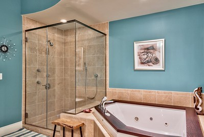 Spa-like master bathroom - VacationsByDana@yahoo.com, 832.758.2331
