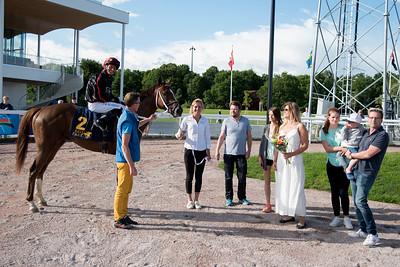 Victor Kalejs i vinnarcirkeln | Bro Park 160704 | Foto: Elina Björklund / Svensk Galopp