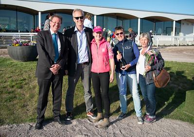 Prisutdelning lopp 3 Bro Park 170529 Foto: Elina Björklund / Svensk Galopp