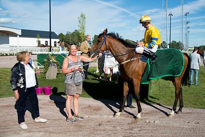 Tam O'Final i vinnarcirkeln  Bro Park 170619  Foto: Elina Björklund / Svensk Galopp