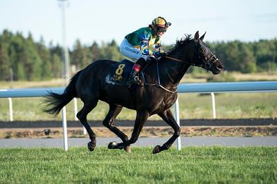 Gloria Ekotell vinner med Sara Vermeersch Bro Park 170704 Foto: Elina Björklund / Svensk Galopp