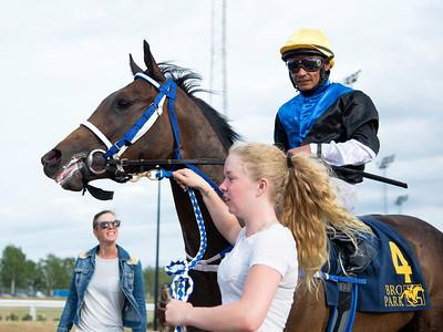Appel Surreal och Carlos Lopez  Bro Park 170724 Foto: Elina Björklund / Svensk Galopp
