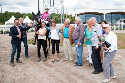 Speedy Bee i vinnarcirkeln  Bro Park 170802 Foto: Elina Björklund / Svensk Galopp