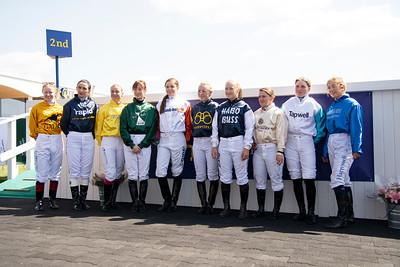 Deltagarna i Women Jockeys' World Cup  Bro Park 190630 Foto: Elina Björklund / Svensk Galopp