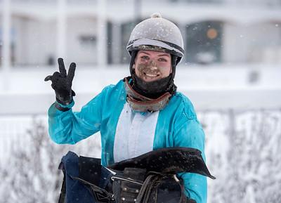 Alina Öhgren vinner sina två första vinster som lärling. Bro Park 210110 Foto: Elina Björklund / Svensk Galopp