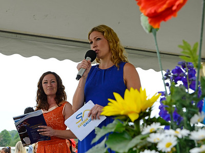 Anna Thelander och Jessica Almenäs var dagens konferencierer | Gärdet 140606 |  Foto: Stefan Olsson / Svensk Galopp