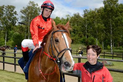 Berry i vinnarcirkeln | Göteborg 120603 | Foto: Stefan Olsson / Svensk Galopp