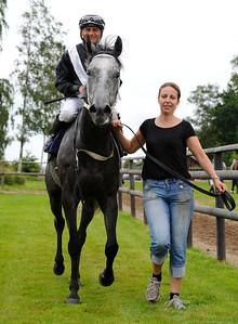De Lambert tillsammans med Per-Anders Gråberg och Petra Amoudruz | Göteborg Galopp 120729 |  Foto: Stefan Olsson / Svensk Galopp