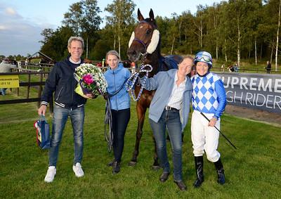 Hidden Fairytale tillsammans med familjen Jahreskog / Stelius | Göteborg 120902 |  Foto: Stefan Olsson / Svensk Galopp