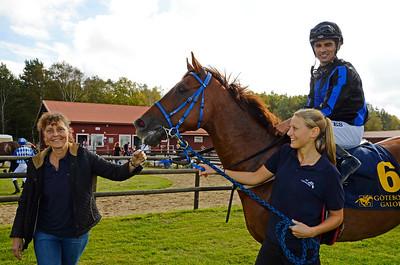 Saint Sebastian tillsammans med tränare Lotta Månsby | Göteborg 140921 | Foto: Stefan Olsson / Svensk Galopp