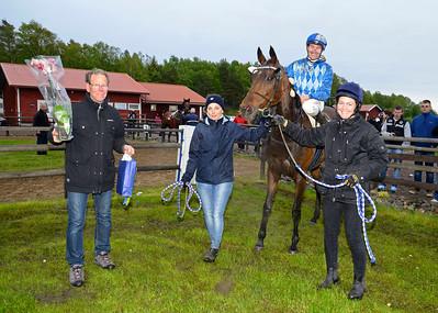 Hidden Fairytale i vinnarcirkeln | Göteborg 150523 | Foto: Stefan Olsson / Svensk Galopp