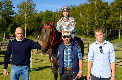 Stormzig i vinnarcirkeln  | Göteborg 150626 | Foto: Stefan Olsson / Svensk Galopp