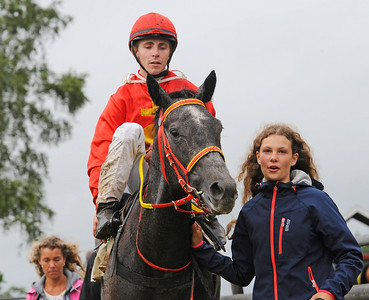 Oh My Rose och Shane Karlsson tillsammans med Melissa Juneskans | Göteborg 160710 | Foto: Stefan Olsson / Svensk Galopp