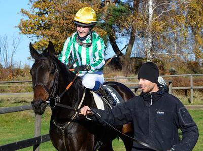 Walk The Line tillsammans med Josefin Landgren och Roger Osberg  Göteborg 161029 Foto: Stefan Olsson / Svensk Galopp