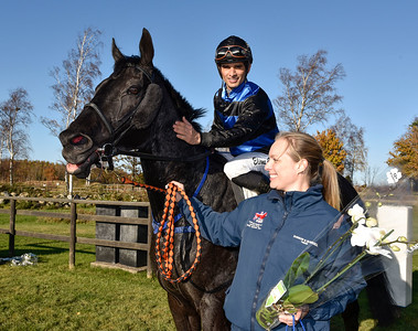 Mr West och Elione Chaves tillsammans med Cecilia Svensson Schildt  Göteborg 161029 Foto: Stefan Olsson / Svensk Galopp