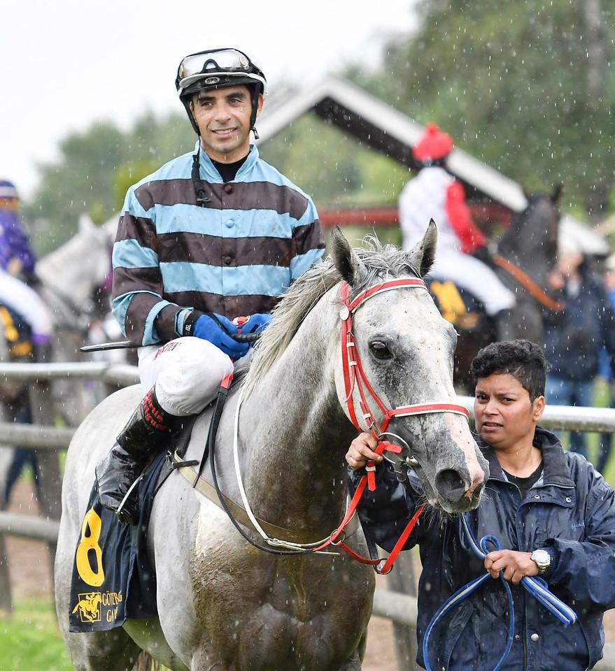 Fiftyshadesfreed vinner med Martin Rodriguez  Göteborg 170730 Foto: Stefan Olsson / Svensk Galopp