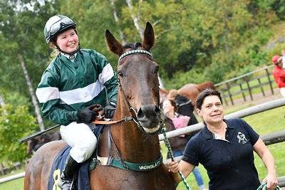 Smile och Kajsa Lindsjö tillsammans med Bodil Blomqvist Göteborg 170730 Foto: Stefan Olsson / Svensk Galopp