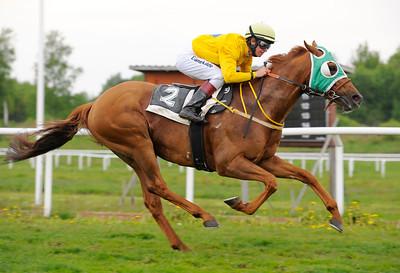 El Classico vinner med Dina Danekilde 110522 Göteborg Galopp  Foto: Stefan Olsson / Svensk Galopp