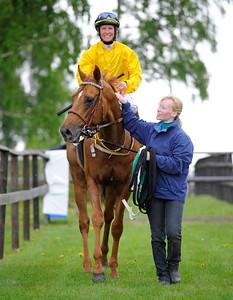El Classico tillsammans med Dina Danekilde och Camilla Karlsson Göteborg 110522  Foto: Stefan Olsson / Svensk Galopp