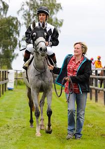 Dortzie tillsammans med Camilla Nilsson och Elione Chaves | Göteborg Galopp 110820  Foto: Stefan Olsson / Svensk Galopp