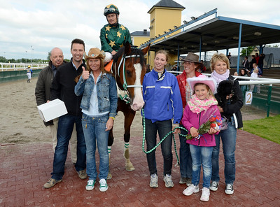 Po Po Poker Face i vinnarcirkeln | Jägersro 110618  Foto: Stefan Olsson / Svensk Galopp
