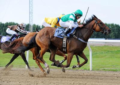 Ever so Rich vinner med Manuel Santos | Jägersro 110716  Foto: Stefan Olsson / Svensk Galopp