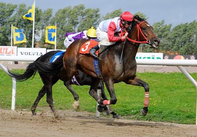 Sehoy och Jacob Johansen vinner före Just Nu. | Jägersro 110907  Foto: Stefan Olsson / Svensk Galopp