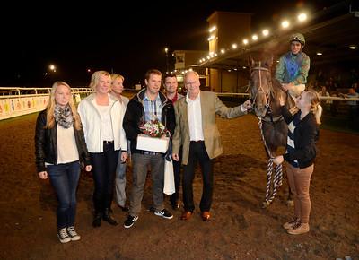 Nightjar i vinnarcirkeln | Jägersro 110929 Foto: Stefan Olsson / Svensk Galopp