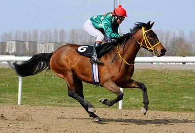 Sweet Dauphine vinner med Cathrine Weilby. | Jägersro 120415 | Foto: Stefan Olsson / Svensk Galopp